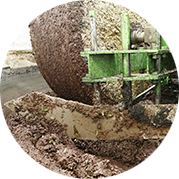 The production according to our centuries-old tradition - the pressing of the olives - Vecchio Frantoio Pace